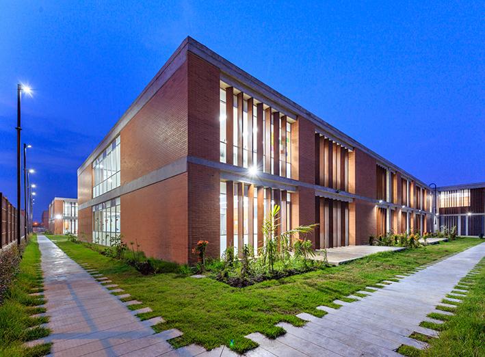 Colegio Volcán La Pradera, Bogotá. Flexibilidad espacial y permeabilidad contextual